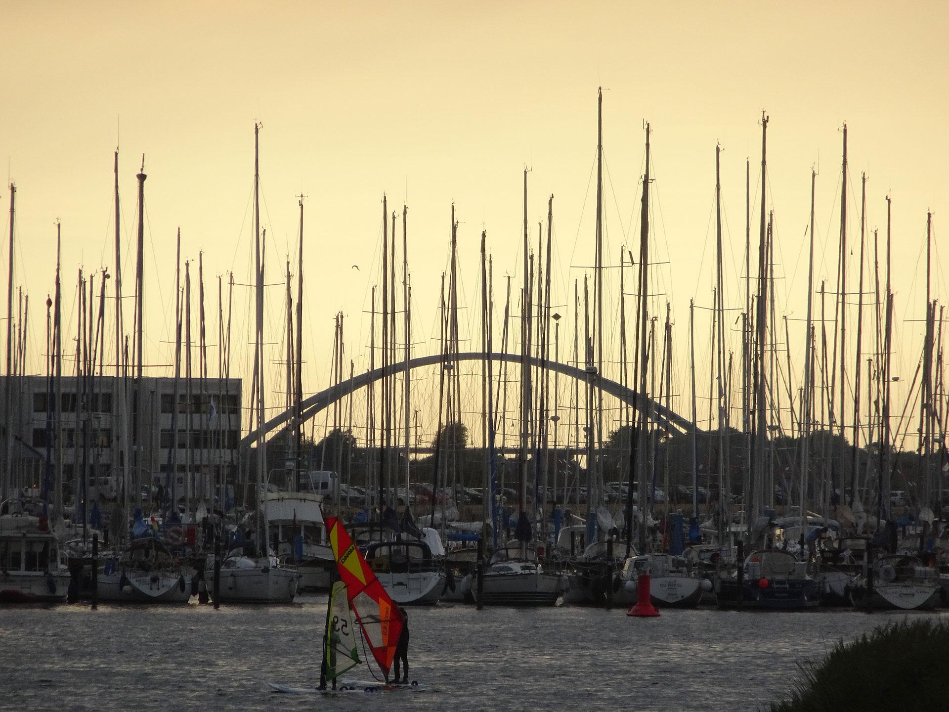 Henry-Buechler-Hafen-im-Abendlicht